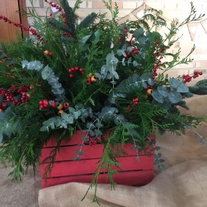 Caja decorada con bayas pino eucaliptus